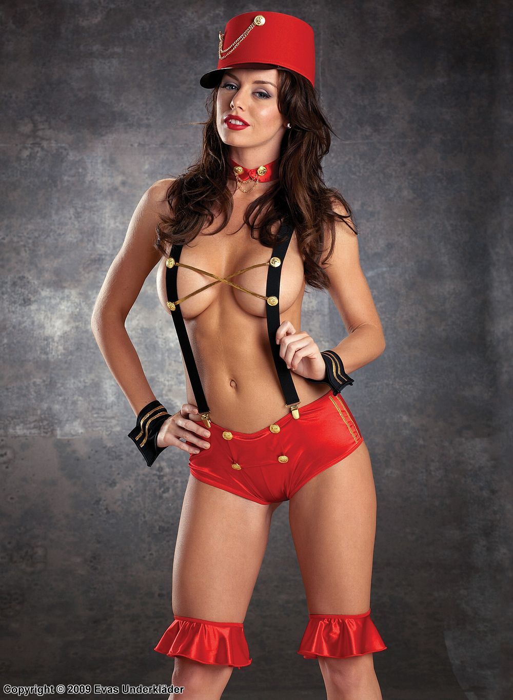 секси стриптиз в костюме хорошо массирут